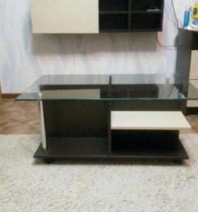 Стеклянный стол под тв