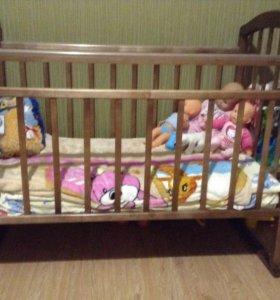 Кроватка-качалка в отличном состоянии с матрасом