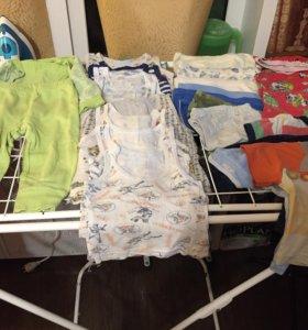 Вещи,9 маек,4 футболки,7 трусы,1 пижама,1 костюм.