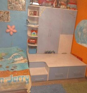 Мебель для детской комнаты ( шкаф,кровать,стол...)