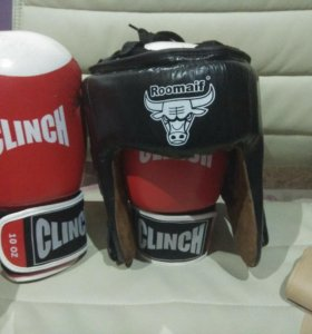 Боксёрские перчатки и шлем