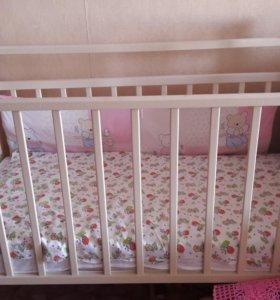 Детская кроватка возможен торг.