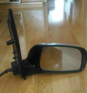 Правое зеркало на Toyota isis