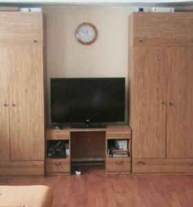 Продам 2 шкафа,2 тумбы и подставка под тв