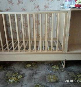 Кроватка детская, натуральное дерево.