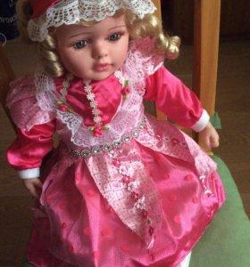 Кукла с чепчиком 50см