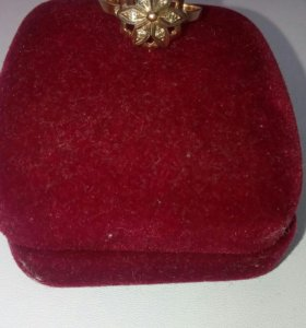 Золотое кольцо с 6 бриллиантами