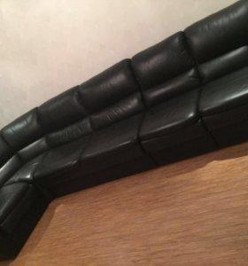 Кожаный диван! В отличном состоянии