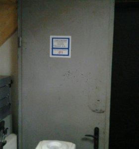 Дверь металлическая б. У.
