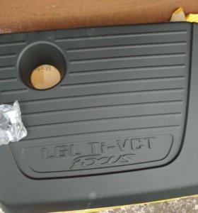 Декоративная крышка двигателя на Форд 3 новая