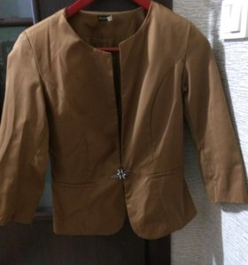 Пиджак с юбкой в хорошем состоянии