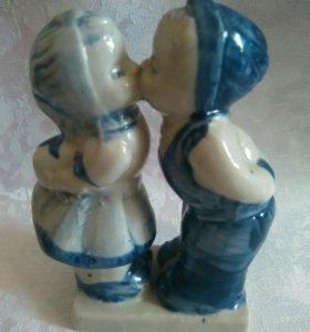 Статуэтка целовальников