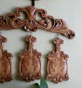 Резные предметы для интерьера квартир из дерева