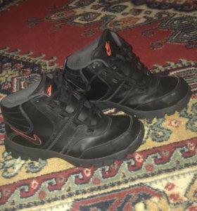 Ботинки Nike ,зима-осень