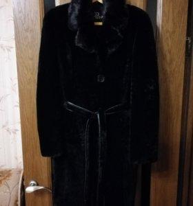 Пальто из натуральной цигейки с воротником норка
