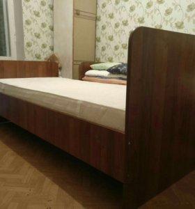 2 кровати с матрасами б/у 1 год