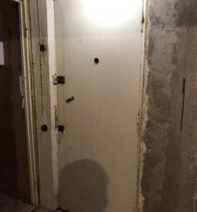 Двери входные / межкомнатные 5 шт.