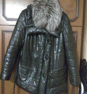 Кожаная зимняя куртка с меховым воротником
