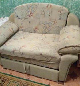 Продам малогабаритный диван.
