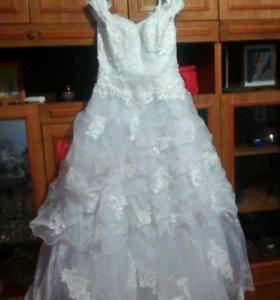 Свадебное платье и пышный подьюбник