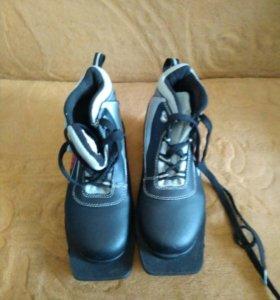 Лыжные ботинки 34р.