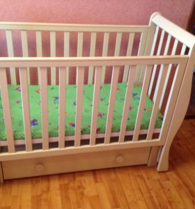 Детская кроватка с комодом из массива бука (Лель)