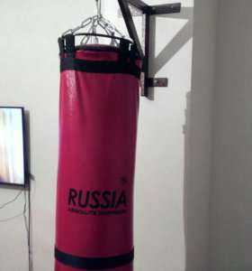 Мешок боксёрский + настенный кронштейн.