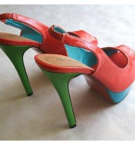 Оригинальные новые туфли