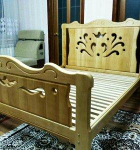 Новая деревянная кровать