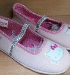 Тапочки- балетки Hello Kitty 34 р.новые