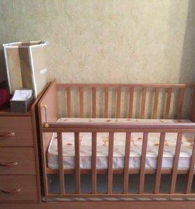 Кроватка с комодом . Детская кроватка