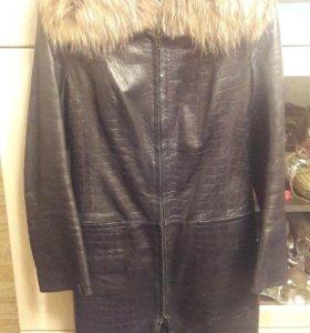 Пальто кожаное,зимнее