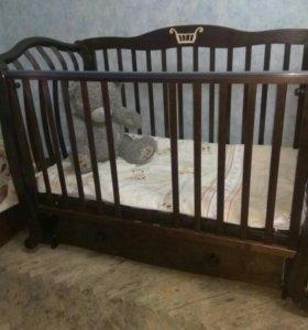 Кровать детская с комодом и матрацем