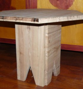 Журнальный/прикроватный столик из тигрового бука