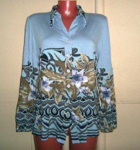 Блуза голубая с цветами