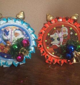 Композиции из конфет- Часы новогодние