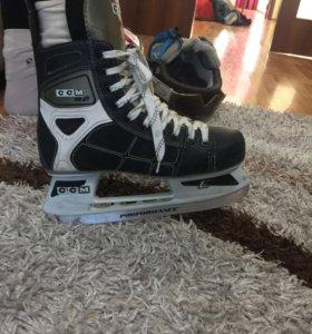 Коньки хоккейный