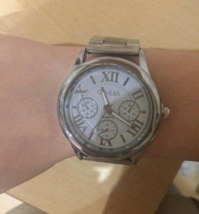Часы женские обсолютно новые