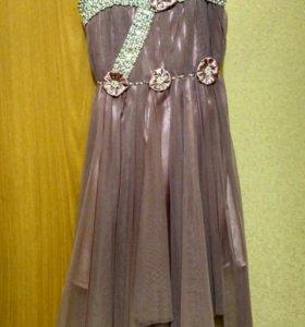 Платье праздничное на 8-9лет.