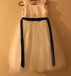 Белое платье один раз одели, второе новое