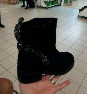 Новые ботинки полусапожки с камнями зима женские