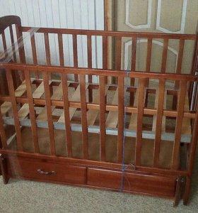Детская кроватка с поперечным маятником.