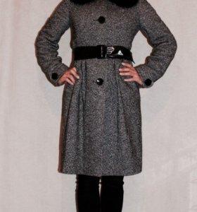 Пальто зимнее с меховым воротником