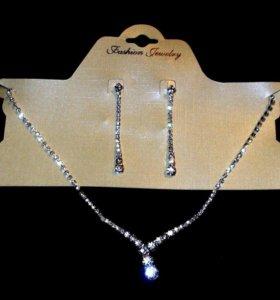 Колье и серьги под бриллианты в серебре.