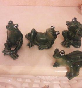 Фигурки, статуэтки фарфоровые лягушки