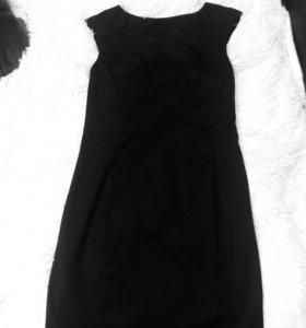 Черное платье футляр.