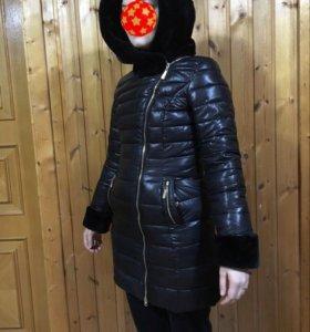 Зимняя удлинённая женская дутая куртка/пальто.