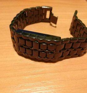 Металлические светодиодные наручные часы