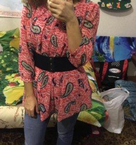 Удлиненная блузка с поясом