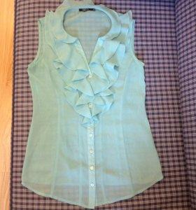 Блузка, декорированная тканью на груди